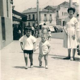 Niños en la Plaza de la Emperatriz