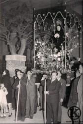 Procesión Virgen a la salida de la Iglesia de San Pedro