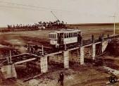 Construcción del puente de la línea de tranvía Madrid-Leganés sobre el arroyo Butarque