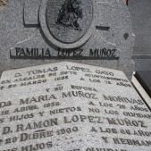 Sepulcro del alcalde Tomas Lopez Gayo