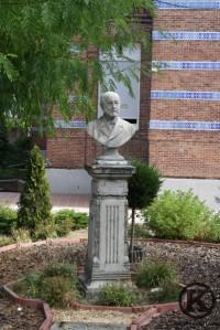 Busto del fundador Marqués de Vallejo