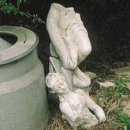 Antigua escultura de la Quinta de Manuel Matheu