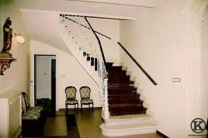 Escalera principal del colegio Santo Angel