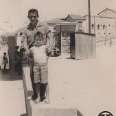 4. Los hermanos Roberto y Carlos Barciela en la Plaza de la Emperatriz (años 50)