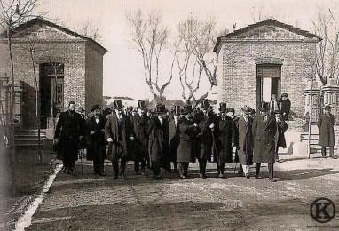 visita-de-alfonso-xiii-a-la-colonia-de-la-prensa-1914 (1)
