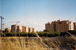 Pisos de la calle Los Morales desde la Avda. de la Peseta (2004)