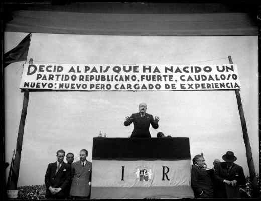 El presidente de Izquierda Republicana Manuel Azaña, pronuncia discurso en el mítin del Campo de Comillas