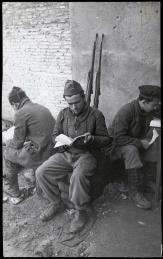 Estudiando en las primeras líneas de Carabanchel-001
