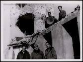 Frente de Madrid. El Jefe de los Servicios de altavoces visitando los equipos en el frente de Carabanchel Bajo Dic 1937 2-001
