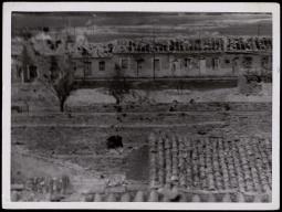 Frente de Madrid. Otra vista del pueblo de Vergas de Carabanchel destruido por los rojos Nov 1937-001