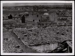 Frente de Madrid. Otra vista del pueblo de Vergas de Carabanchel destruido por los rojos Nov 1937 2-001