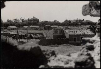 Primeras casas de Carabanchel Alto ocupadas por facciosos. Al fondo pabellones del Hospital Militar 29 set 1937-001